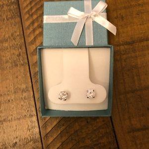Jewelry - 925 sterling silver / zirconia stud earrings